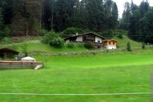 в альпійській долині
