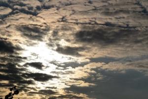 за хмарами