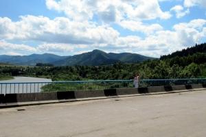 на мості