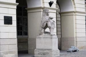 вхід у львівську ратушу
